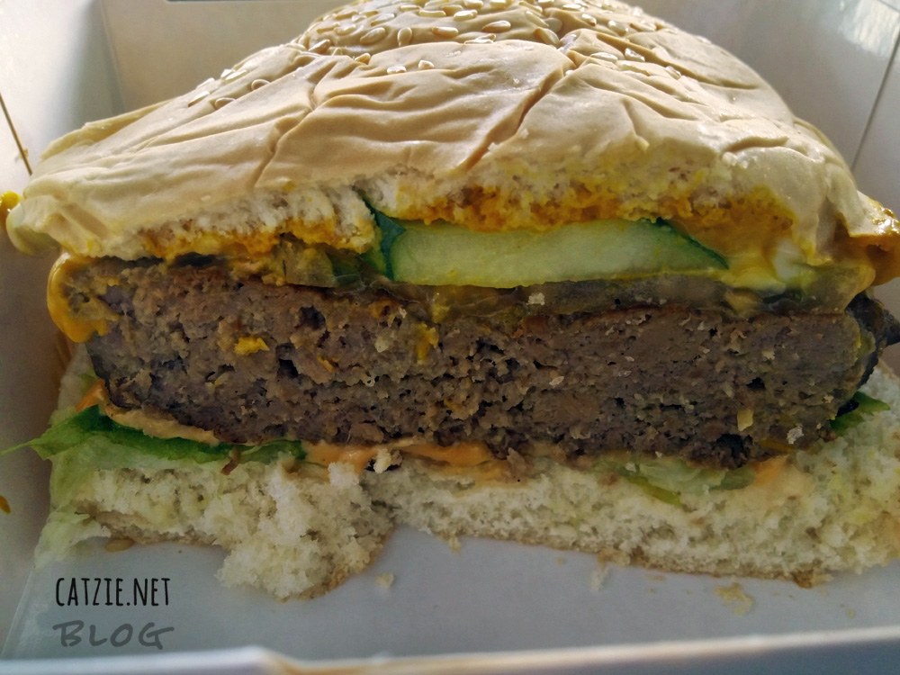 burger-sliced-s&r-new-york-style-pizza-subic-review